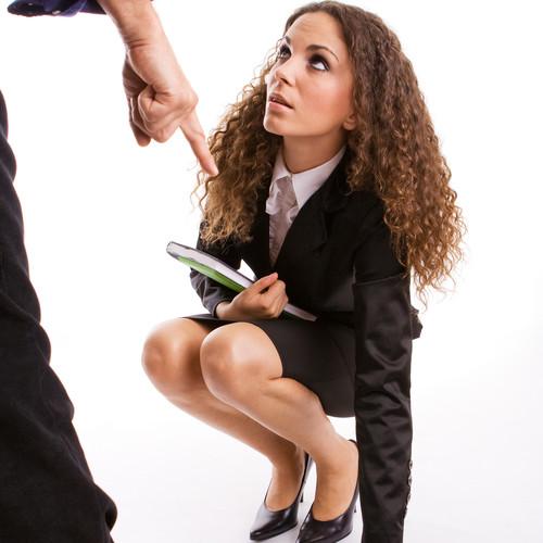 Jakie zachowania mogą świadczyć o mobbingu w pracy?
