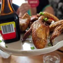 Przepis na pyszne skrzydełka z kurczaka z ostrym sosem