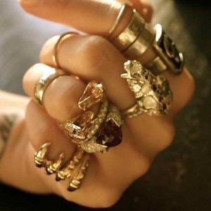 Czego nie można robić z biżuterią?