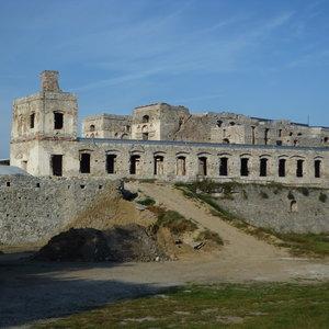 Ruiny zamku i świątynie