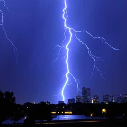 Czego nie należy robić podczas burzy?