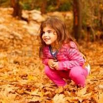 Jak powinno być ubrane małe dziecko podczas jesiennego spaceru?