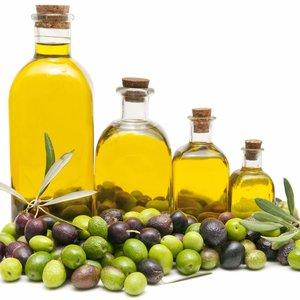 Jakie są nietypowe sposoby na wykorzystanie oliwy z oliwek?