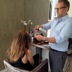 Wybieranie i skręcanie włosów do koloryzacji