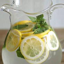 Jakie właściwości ma woda z cytryną?
