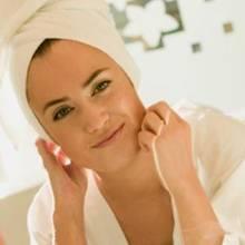 Jak pielęgnować skórę po dwudziestce?