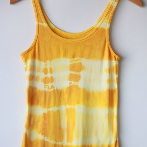 Jak farbować ubrania z użyciem kurkumy?