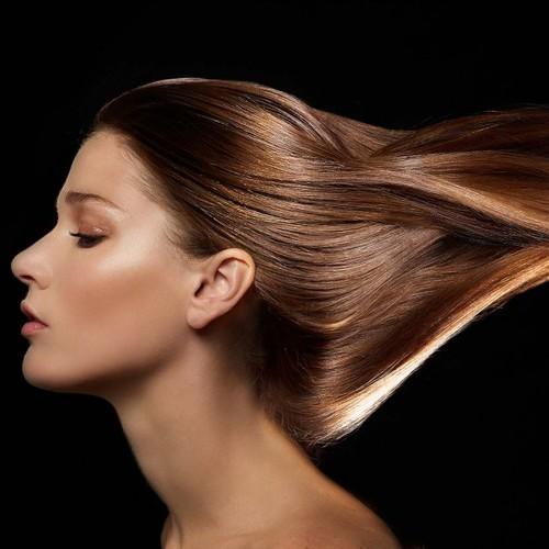 Prostowanie włosów – co warto o tym wiedzieć?