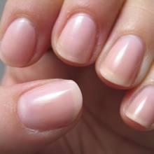 W jaki sposób zapobiegać łamaniu się paznokci?