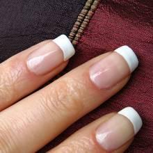 Jak skutecznie wzmocnić łamiące się paznokcie?