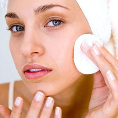 Pryszcz na twarzy – jak go szybko usunąć?