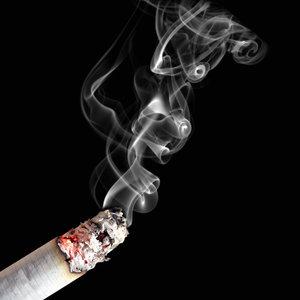 Jak usunąć z odzieży zapach papierosów?