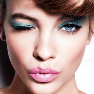 Jak prawidłowo i precyzyjnie wykonać makijaż?