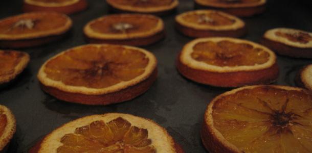 Jak przygotować świąteczne ozdoby z suszonych owoców?
