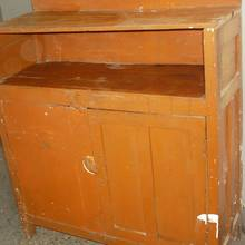 Jak sobie poradzić z malowaniem drewnianych mebli?