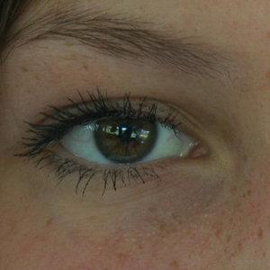 Jak zlikwidować cienie i opuchnięcia pod oczami?