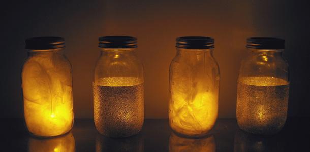 Jak wykonać lampion ze słoika i piór?