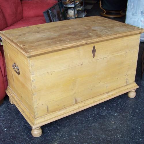Jak poddać renowacji meble z sosnowego drewna?