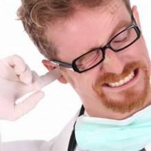 W jaki sposób odetkać ucho?