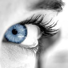 Jakie są domowe sposoby na zmęczone oczy?
