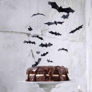 Halloweenowe dekoracje – wiszące nietoperze