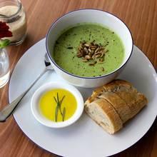 Przepis na kremową zupę brokułową z grzankami