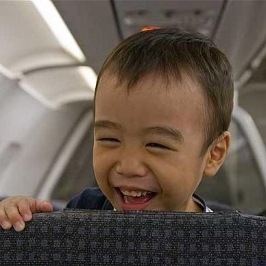 Jak podróżować samolotem z dzieckiem?