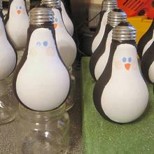 Jak wykonać bombkę na choinkę – pingwin z żarówki
