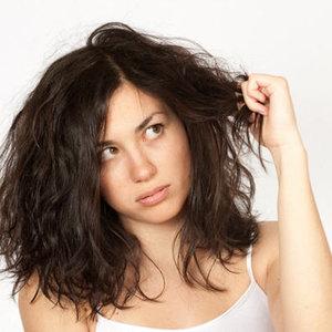 Jak zrobić domowym sposobem maseczkę na suche włosy?