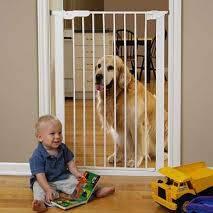 Jak zabezpieczyć mieszkanie, gdy dziecko zaczęło stawiać pierwsze kroki?