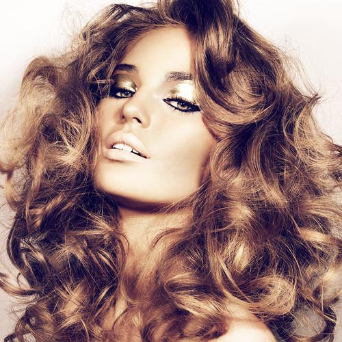 Jak odżywić włosy naturalnymi sposobami?