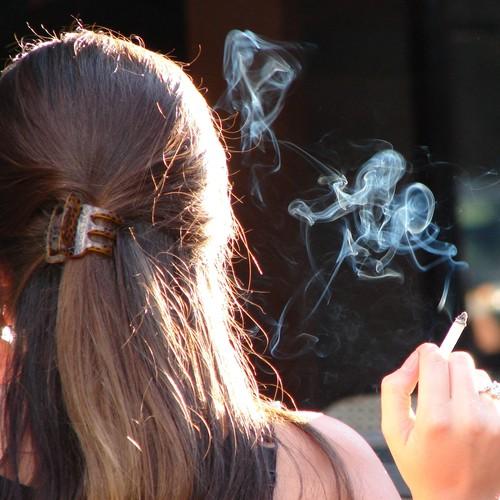 Sposoby na pozbycie się zapachu papierosów