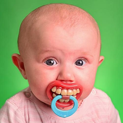 Jak pomóc dziecku, które ząbkuje?