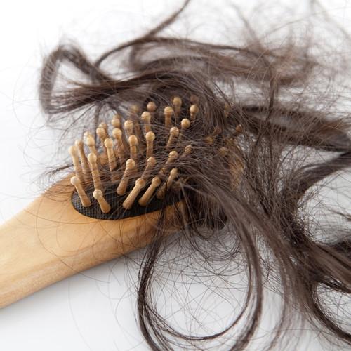 jakie znamy przyczyny wypadania włosów