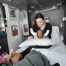 Jak przygotować się do podróży pociągiem z niemowlakiem?