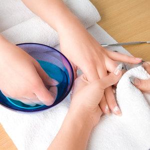 Jak odpowiednio pielęgnować swoje paznokcie?
