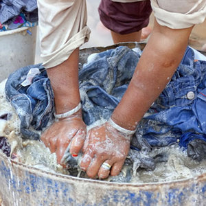 Jak prać ubrania w podróży?