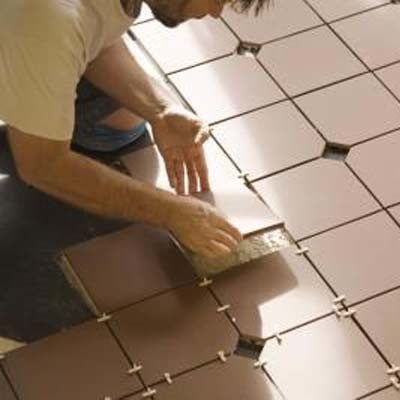 Jak ułożyć podłogę z płytek ceramicznych?