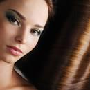 Domowe sposoby na suche i plączące się włosy