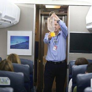 Jak zwiększyć szanse na przeżycie katastrofy lotniczej?