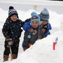 Jak zadbać o dziecko podczas zabaw na śniegu?
