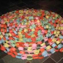 Jak zrobić łańcuch na choinkę z papieru?