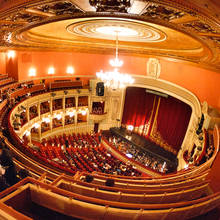 Jak poprawnie zachować się w operze?