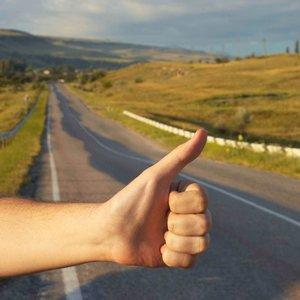 O czym należy pamiętać, podróżując autostopem?
