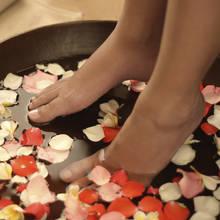 Jak przygotować profesjonalną kąpiel dla stóp i dłoni?