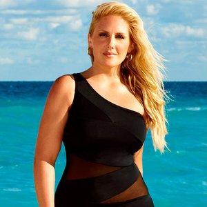 Jaki strój kąpielowy będzie idealny dla puszystej kobiety?