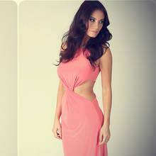 Jakie dodatki pasują do koralowej sukienki?