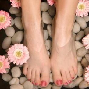 Jakich zabiegów nie należy stosować na stopy?