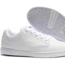 Jak zachować na długo biel butów?
