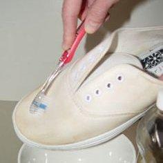 Czyszczenie butów z materiału